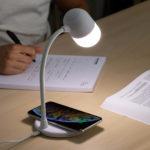 Lampă Akalamp cu difuzor încorporat și încărcător wireless